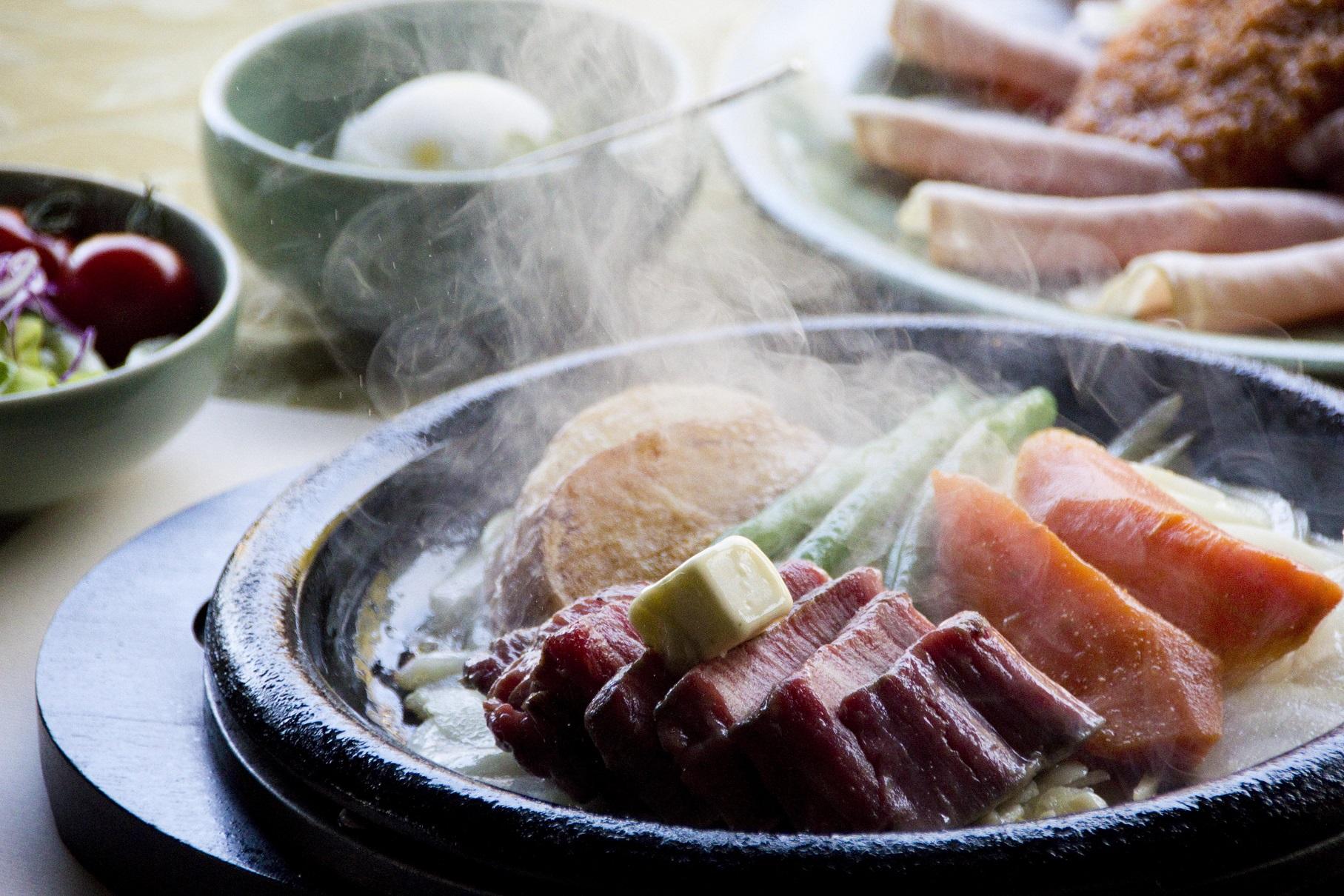 三田屋本店のステーキ